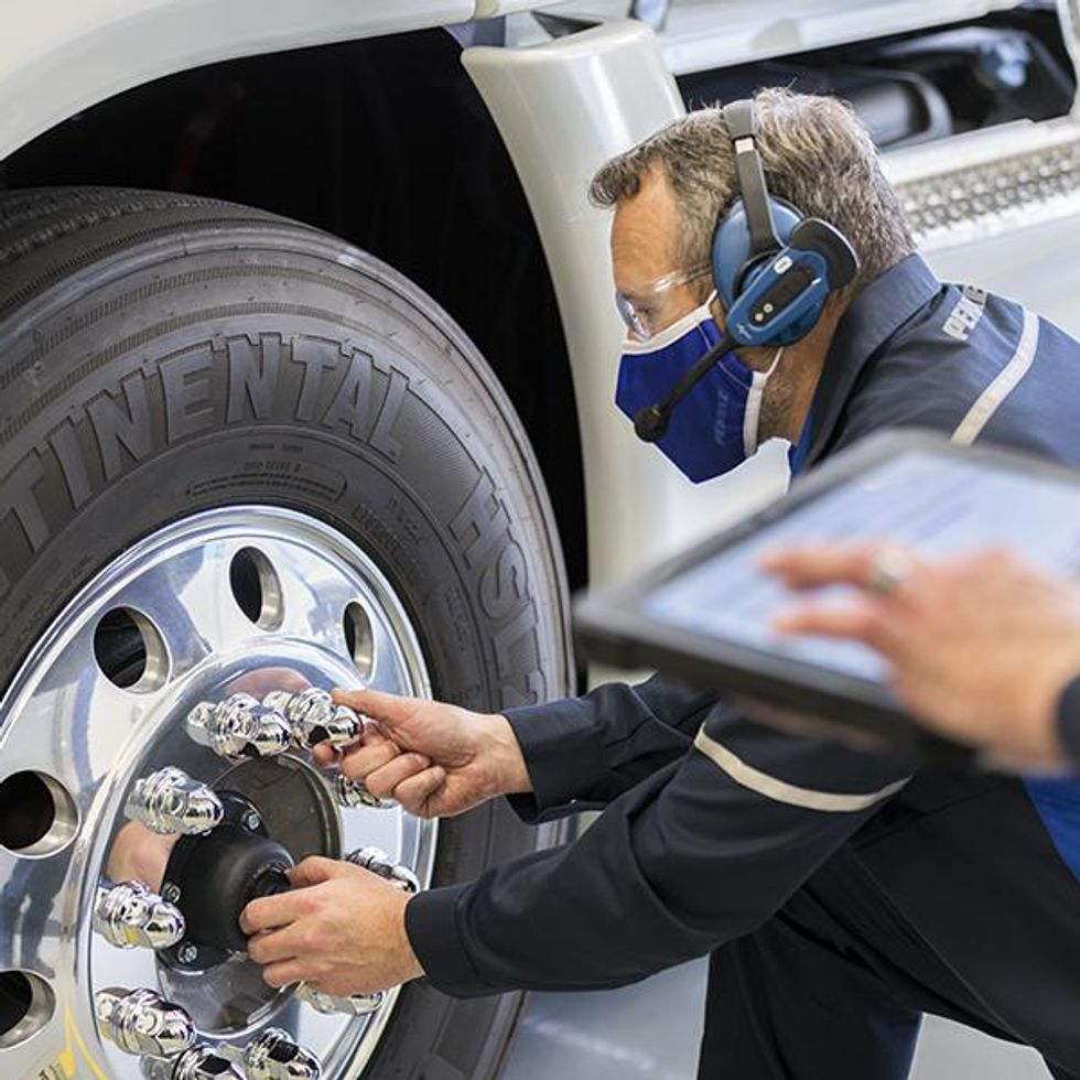 Penske Truck Leasing Uses Technology to Control Maintenance Costs and Drive Uptime